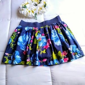 HOLLISTER FLORAL SKIRT.SIZE SMALL.
